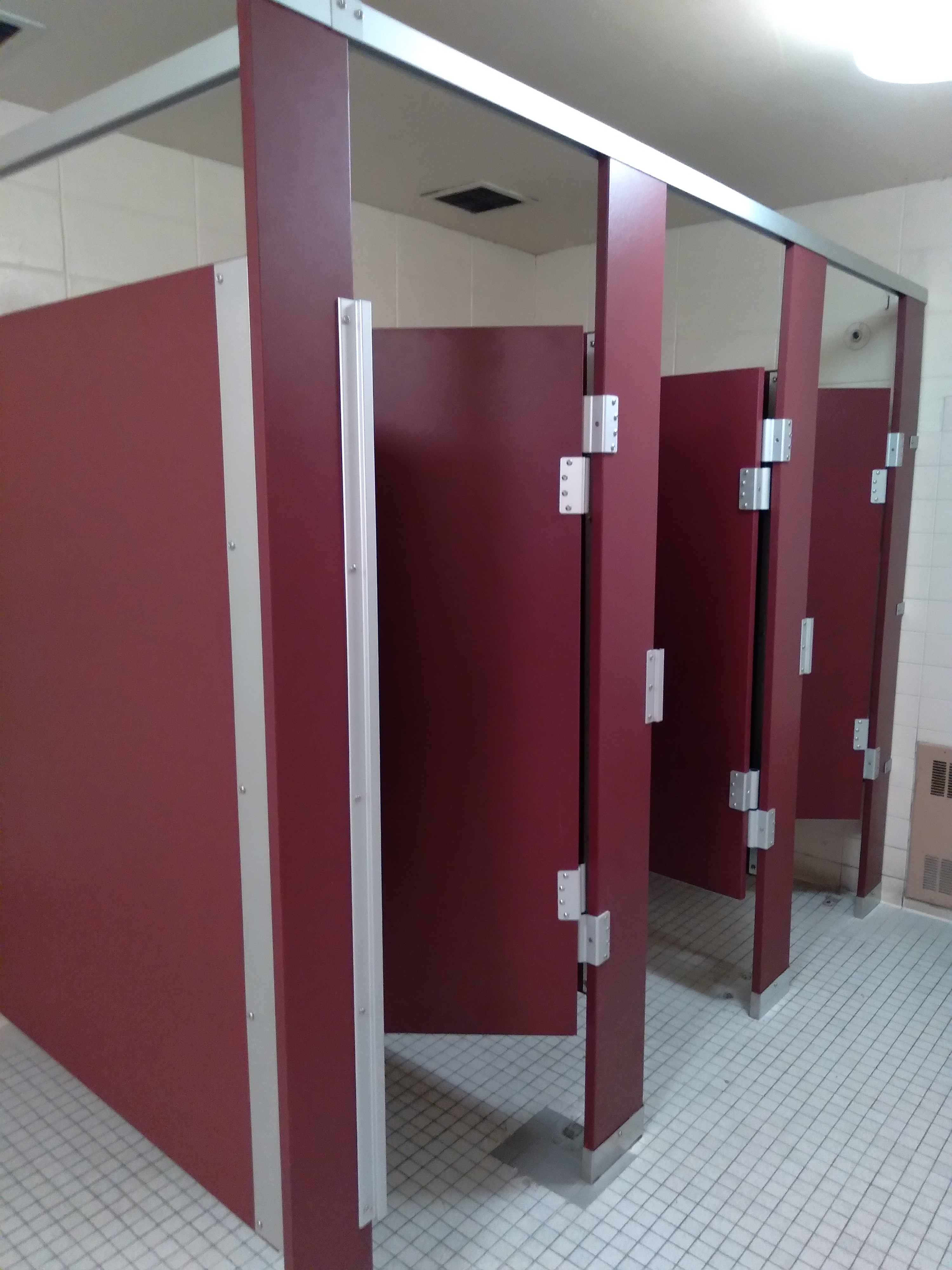 Hadrian Solid Plastic Partitions
